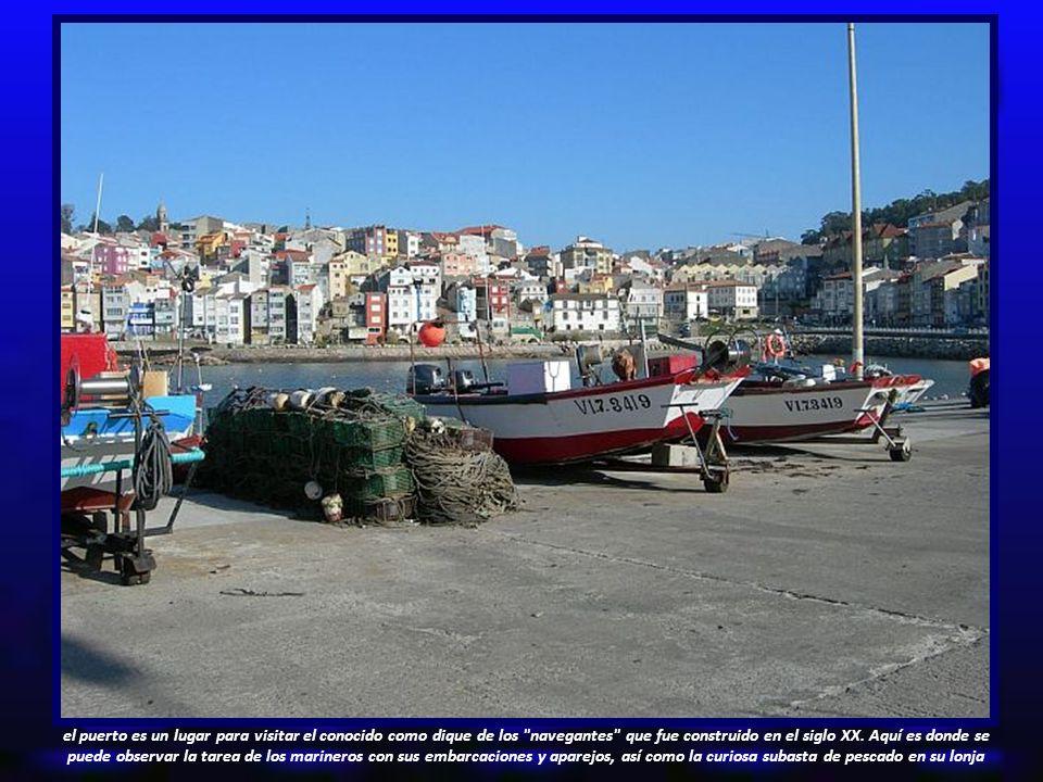 el puerto es un lugar para visitar el conocido como dique de los navegantes que fue construido en el siglo XX.