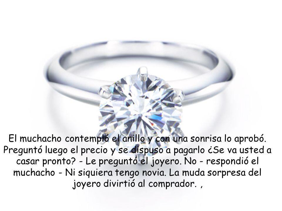 El muchacho contempló el anillo y con una sonrisa lo aprobó