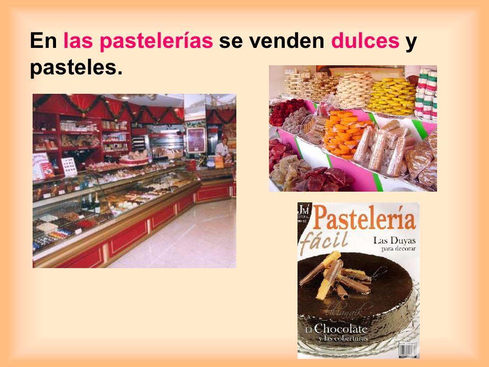 En las pastelerías se venden dulces y pasteles.