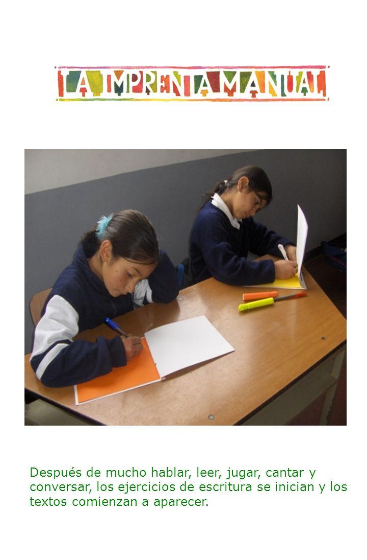 Después de mucho hablar, leer, jugar, cantar y conversar, los ejercicios de escritura se inician y los textos comienzan a aparecer.