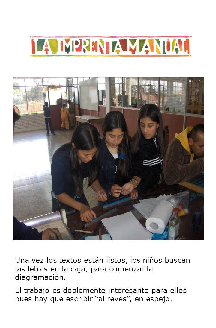 Una vez los textos están listos, los niños buscan las letras en la caja, para comenzar la diagramación.