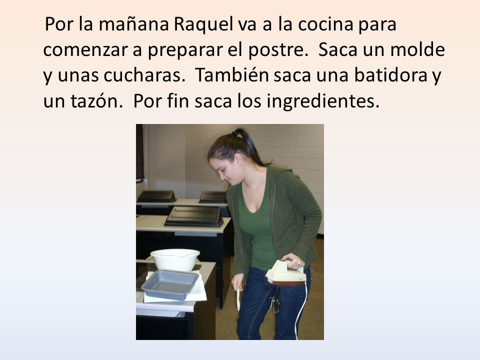 Por la mañana Raquel va a la cocina para comenzar a preparar el postre