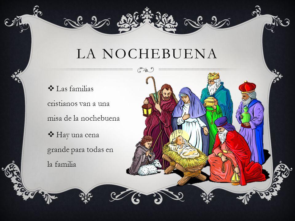 La Nochebuena Las familias cristianos van a una misa de la nochebuena