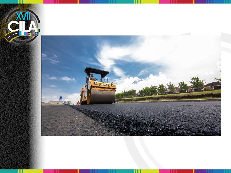 Foto: En el proceso de compactacion con un rodo de 10 ton en la autopista km 38 inicio del proyecto,en donde se puede apreciar la textura de la mezcla y el espesor.