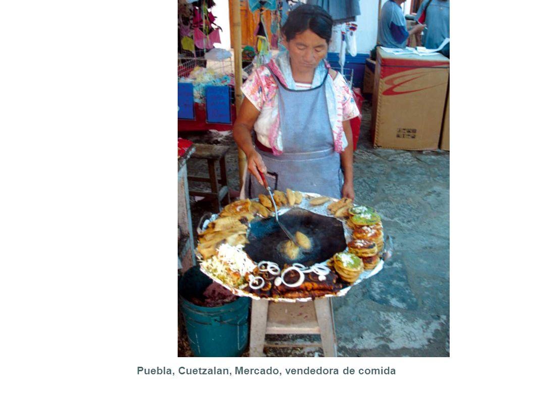 Puebla, Cuetzalan, Mercado, vendedora de comida