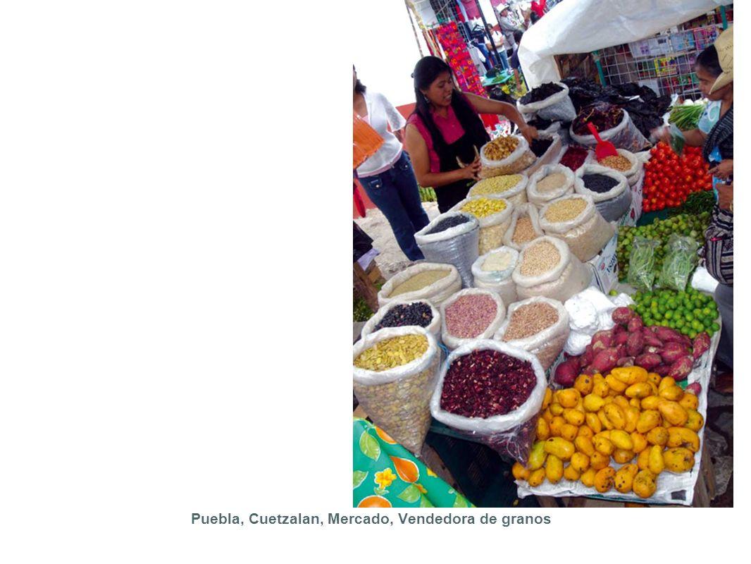 Puebla, Cuetzalan, Mercado, Vendedora de granos