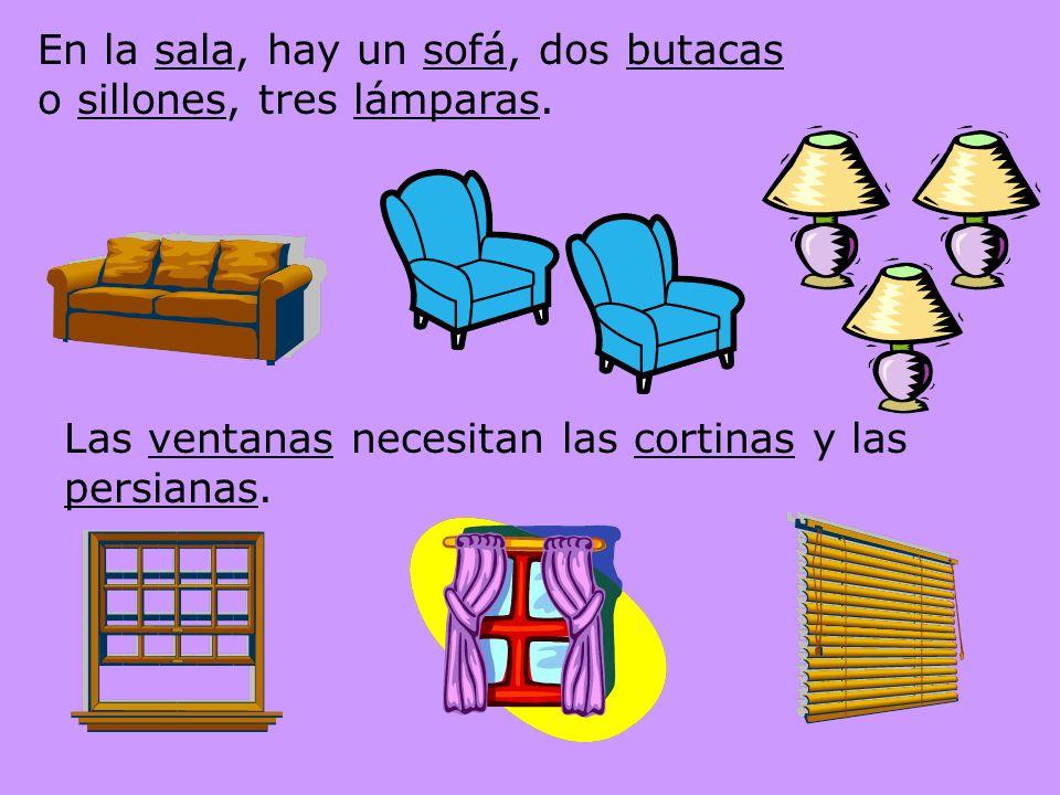 En la sala, hay un sofá, dos butacas o sillones, tres lámparas.