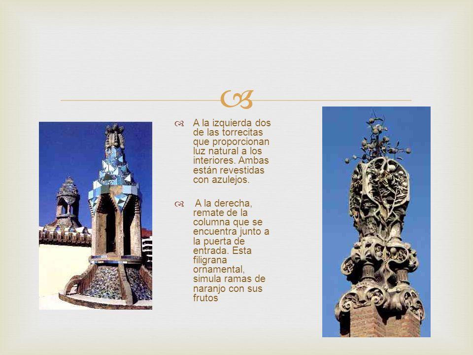 A la izquierda dos de las torrecitas que proporcionan luz natural a los interiores. Ambas están revestidas con azulejos.