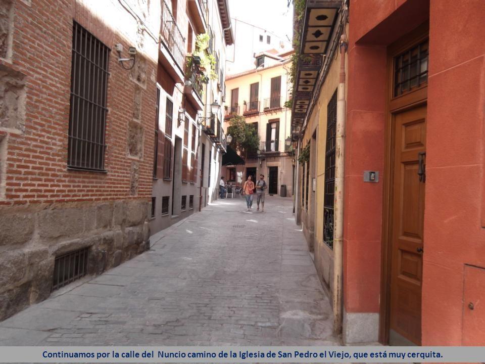 Continuamos por la calle del Nuncio camino de la Iglesia de San Pedro el Viejo, que está muy cerquita.