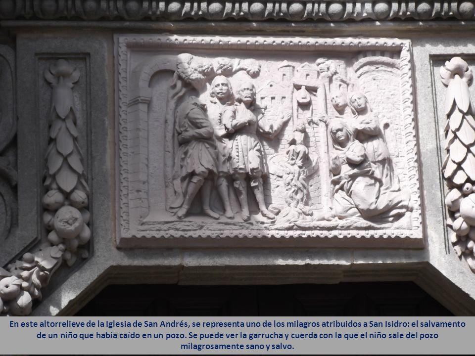 En este altorrelieve de la Iglesia de San Andrés, se representa uno de los milagros atribuidos a San Isidro: el salvamento de un niño que había caído en un pozo.
