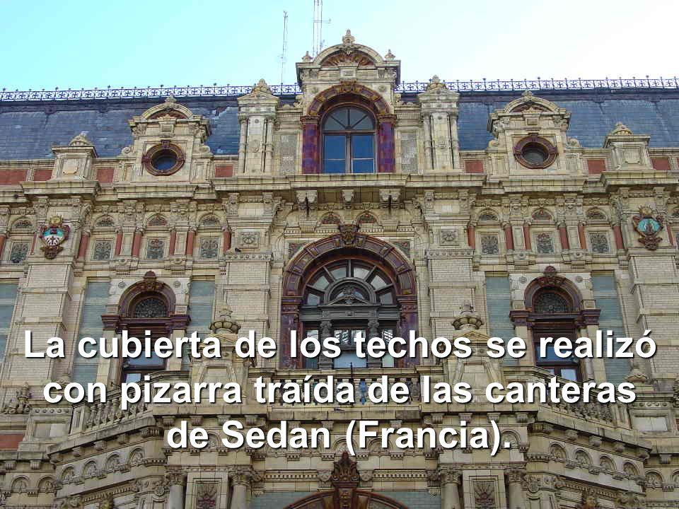La cubierta de los techos se realizó con pizarra traída de las canteras de Sedan (Francia).