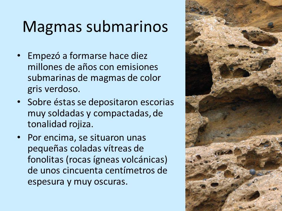 Magmas submarinosEmpezó a formarse hace diez millones de años con emisiones submarinas de magmas de color gris verdoso.