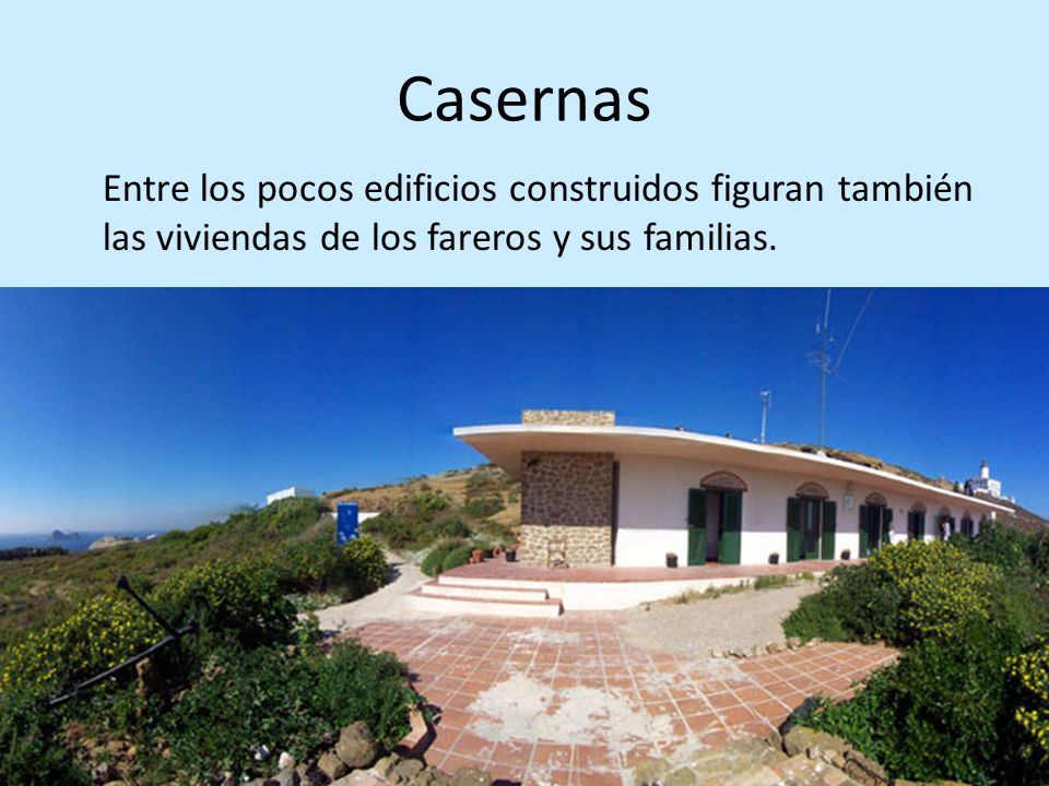 Casernas Entre los pocos edificios construidos figuran también las viviendas de los fareros y sus familias.
