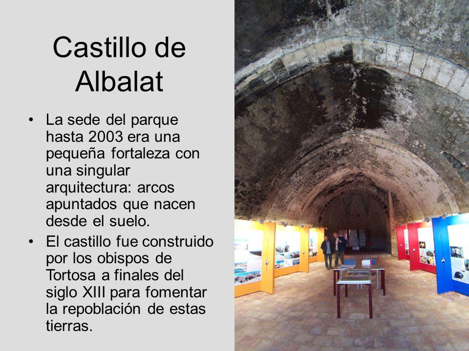 Castillo de AlbalatLa sede del parque hasta 2003 era una pequeña fortaleza con una singular arquitectura: arcos apuntados que nacen desde el suelo.
