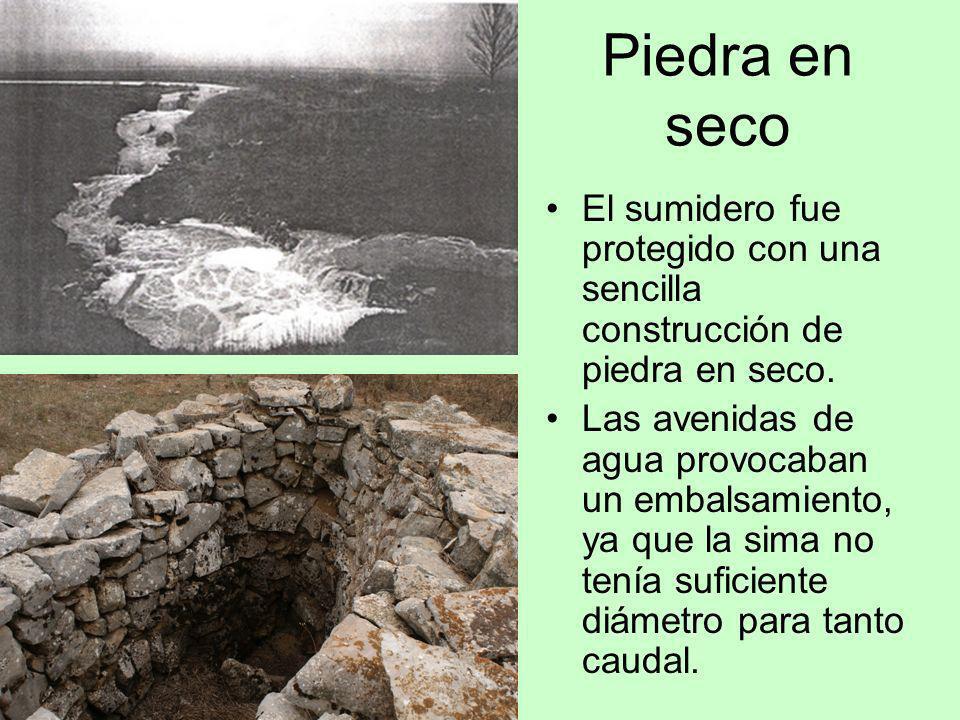 Piedra en seco El sumidero fue protegido con una sencilla construcción de piedra en seco.