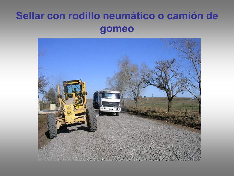 Sellar con rodillo neumático o camión de gomeo