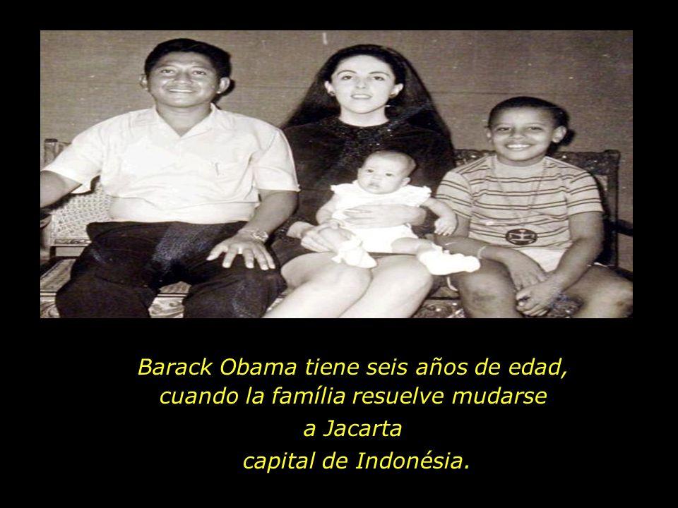 Barack Obama tiene seis años de edad, cuando la família resuelve mudarse