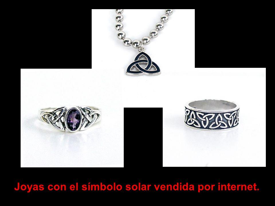 Joyas con el símbolo solar vendida por internet.