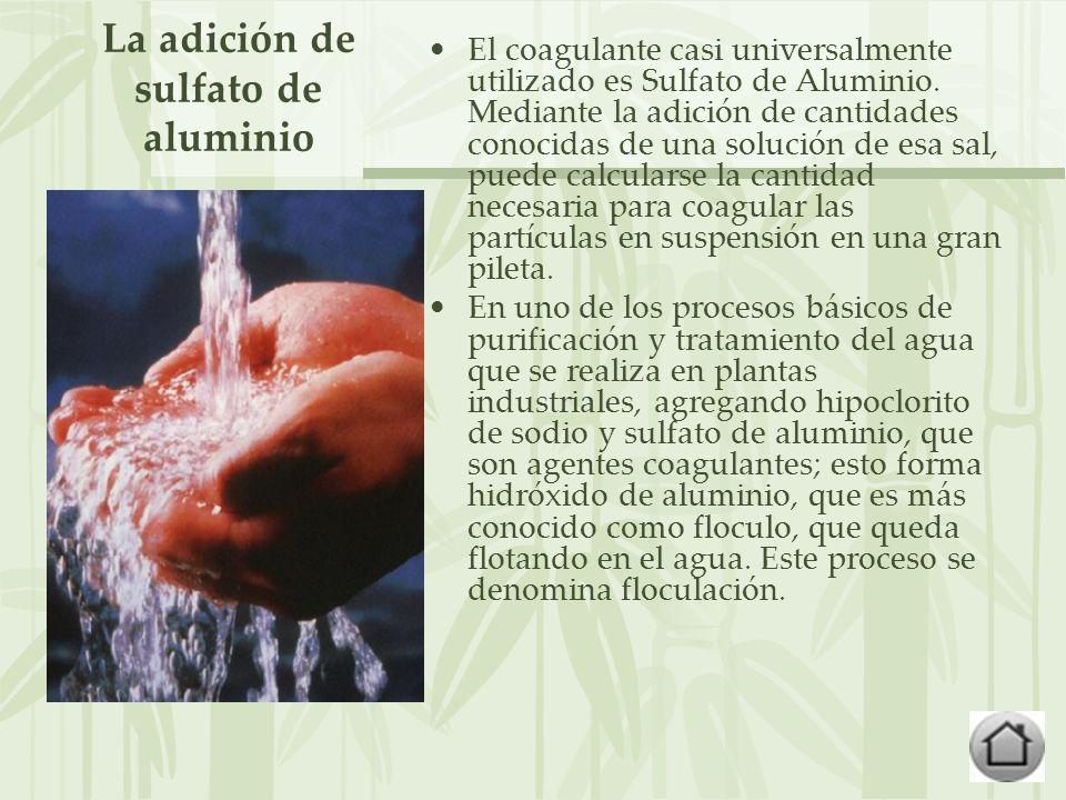 La adición de sulfato de aluminio
