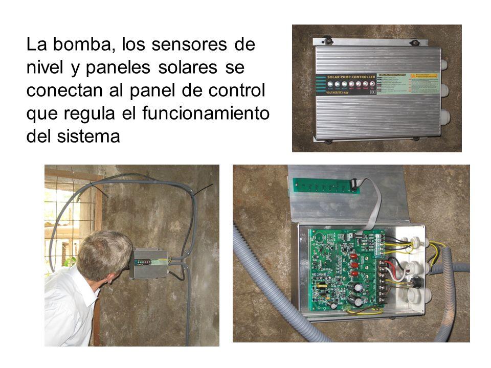La bomba, los sensores de nivel y paneles solares se conectan al panel de control que regula el funcionamiento del sistema