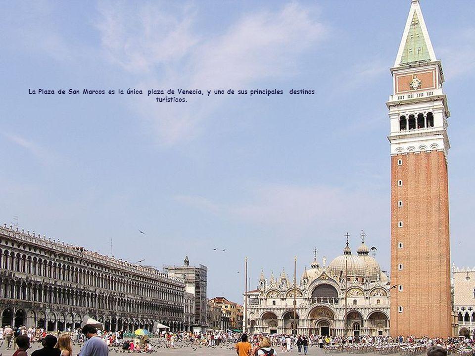 La Plaza de San Marcos es la única plaza de Venecia, y uno de sus principales destinos turísticos.