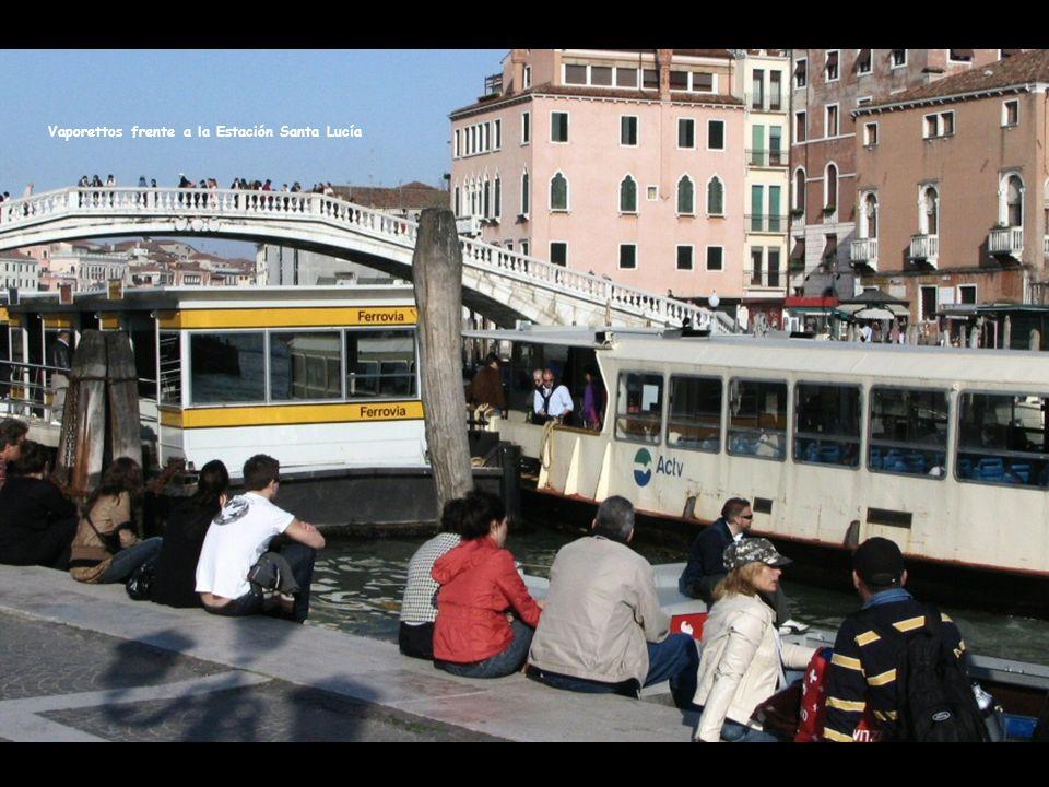 Vaporettos frente a la Estación Santa Lucía