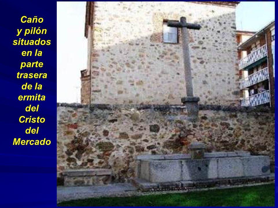 Caño y pilón situados en la parte trasera de la ermita del Cristo del Mercado