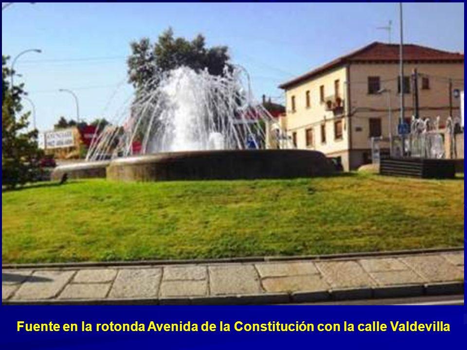 Fuente en la rotonda Avenida de la Constitución con la calle Valdevilla