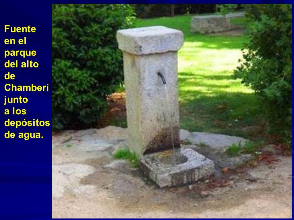 Fuente en el parque del alto de Chamberí junto a los depósitos de agua.