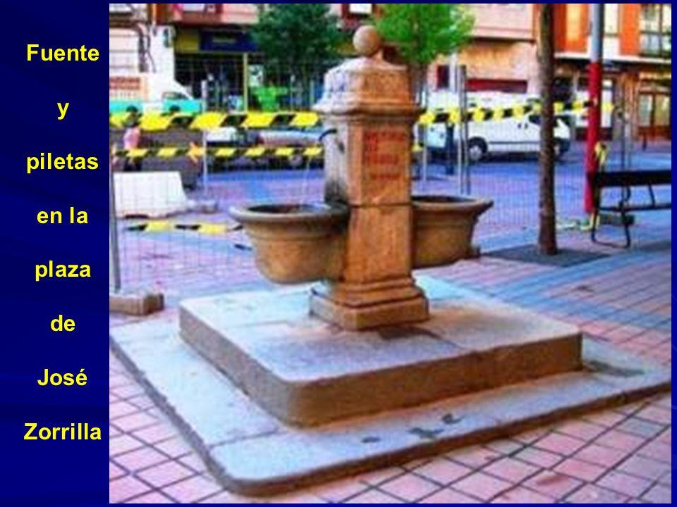 Fuente y piletas en la plaza de José Zorrilla