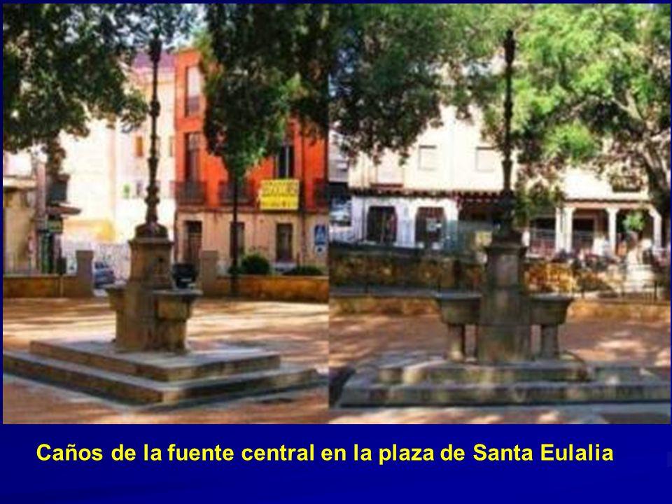 Caños de la fuente central en la plaza de Santa Eulalia