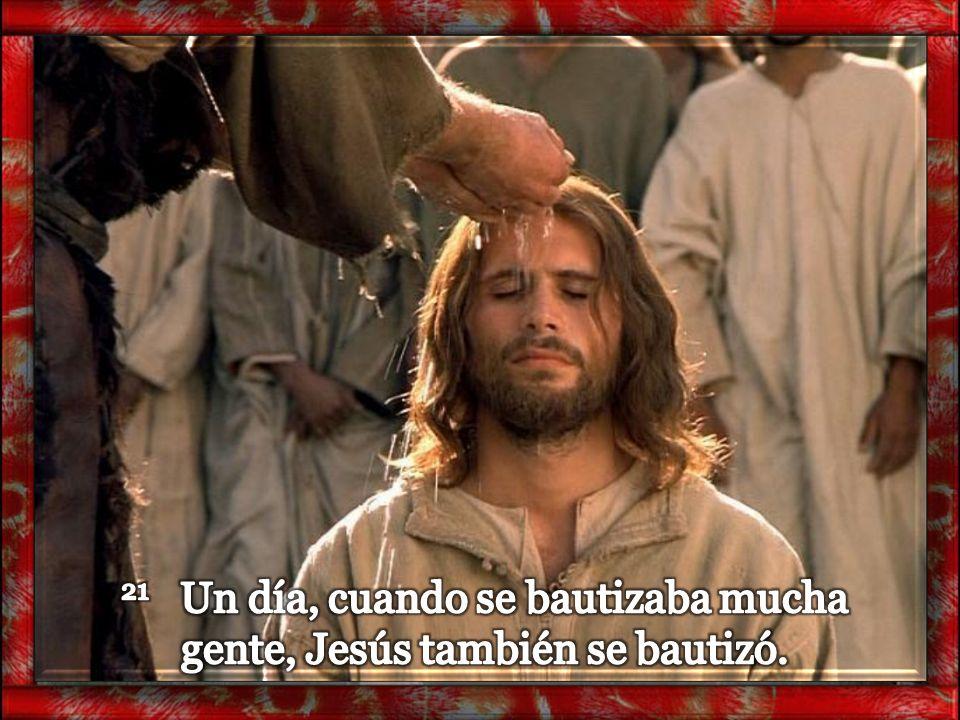 21 Un día, cuando se bautizaba mucha gente, Jesús también se bautizó.