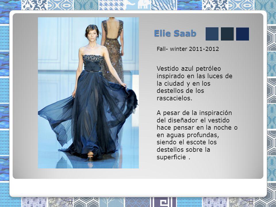Elie Saab Fall- winter 2011-2012. Vestido azul petróleo inspirado en las luces de la ciudad y en los destellos de los rascacielos.