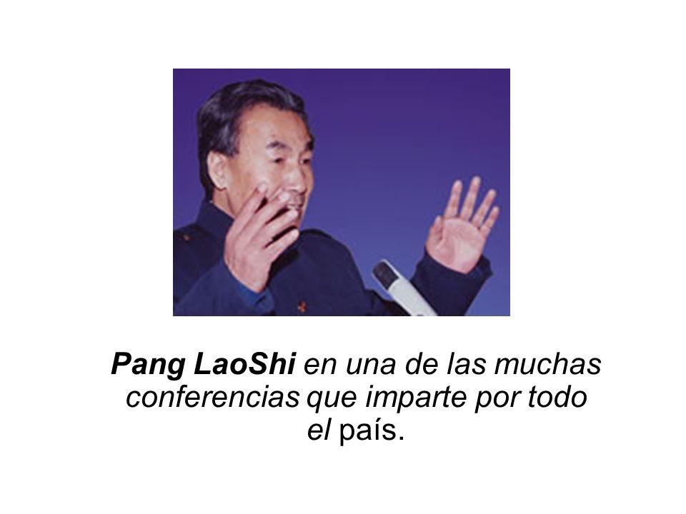 Pang LaoShi en una de las muchas conferencias que imparte por todo el país.