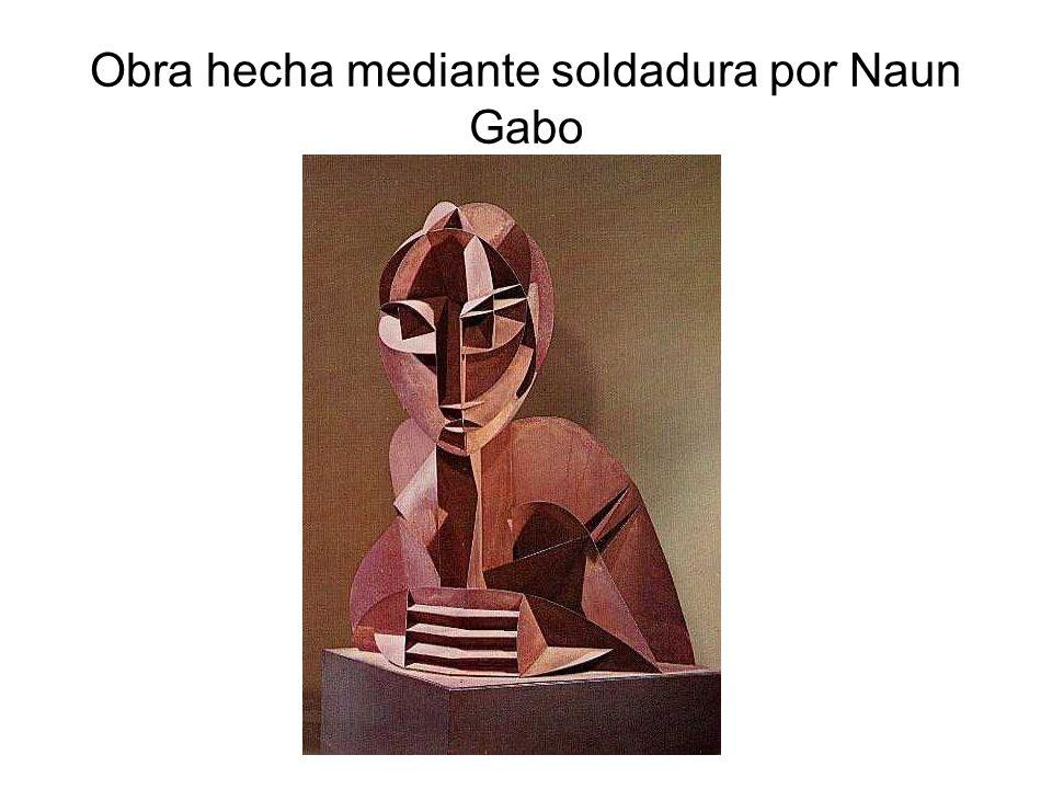 Obra hecha mediante soldadura por Naun Gabo