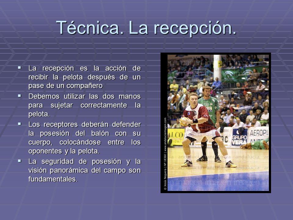 Técnica. La recepción. La recepción es la acción de recibir la pelota después de un pase de un compañero.