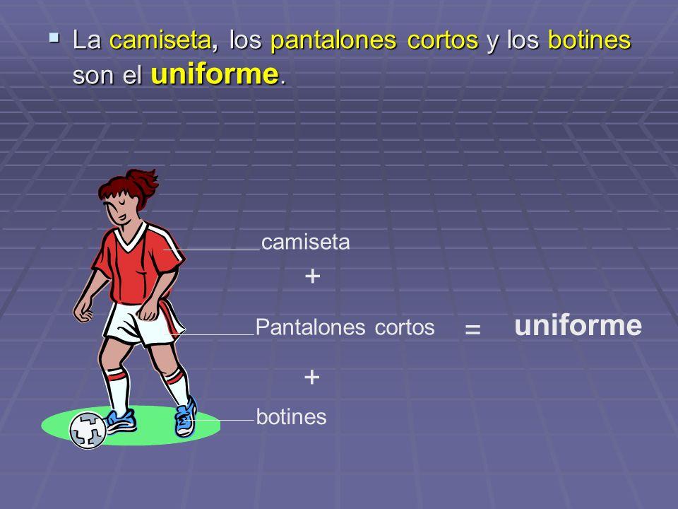 La camiseta, los pantalones cortos y los botines son el uniforme.
