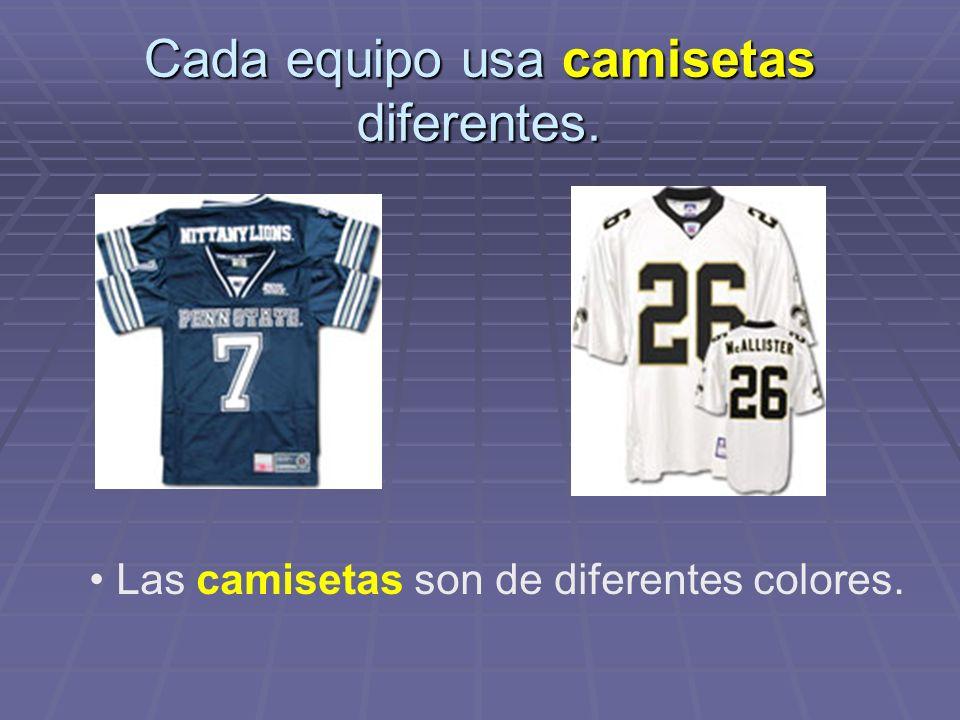 Cada equipo usa camisetas diferentes.