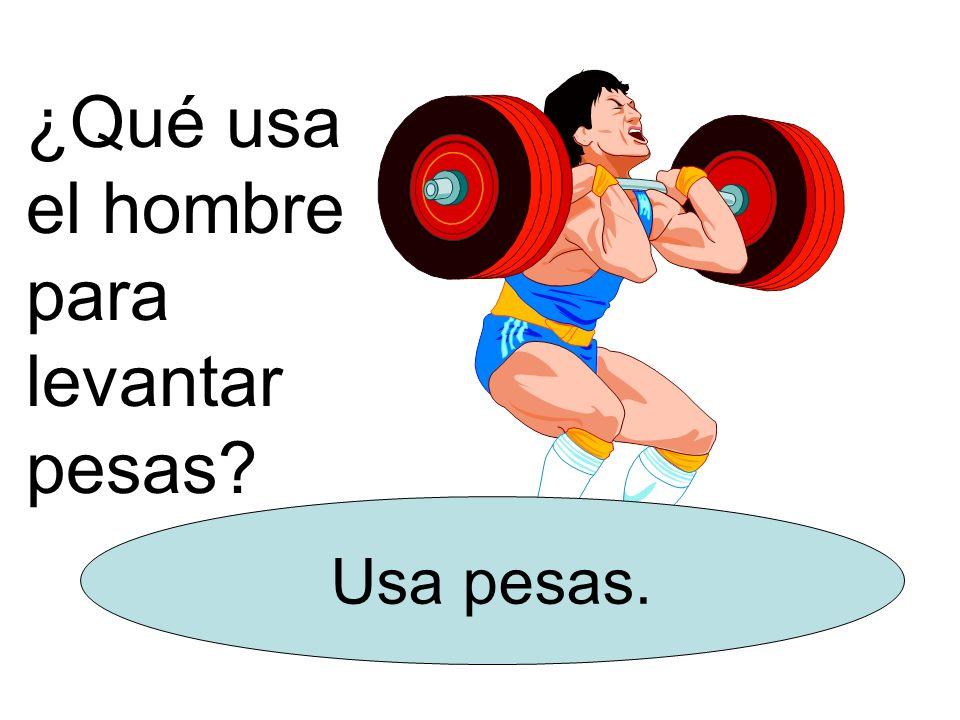 ¿Qué usa el hombre para levantar pesas