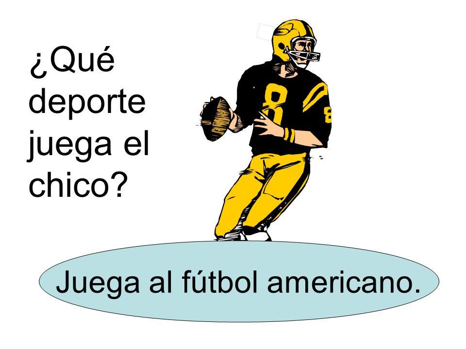 Juega al fútbol americano.