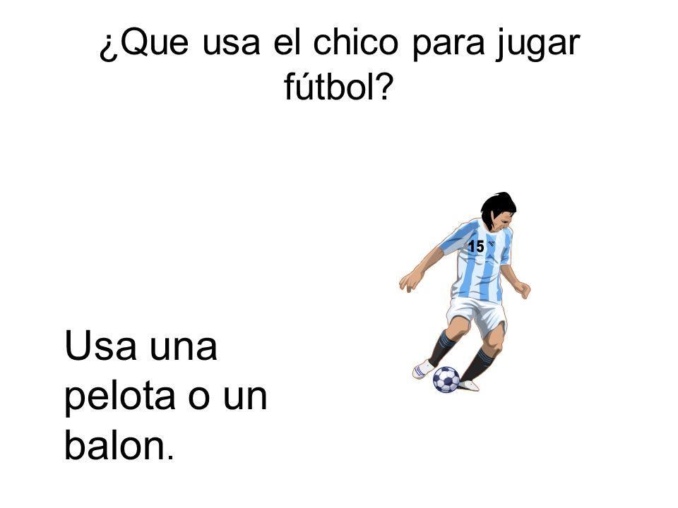 ¿Que usa el chico para jugar fútbol