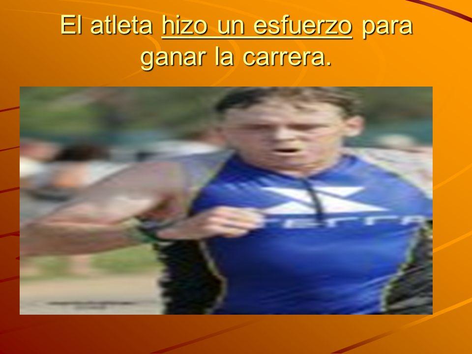 El atleta hizo un esfuerzo para ganar la carrera.
