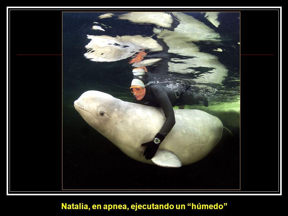 Natalia, en apnea, ejecutando un húmedo