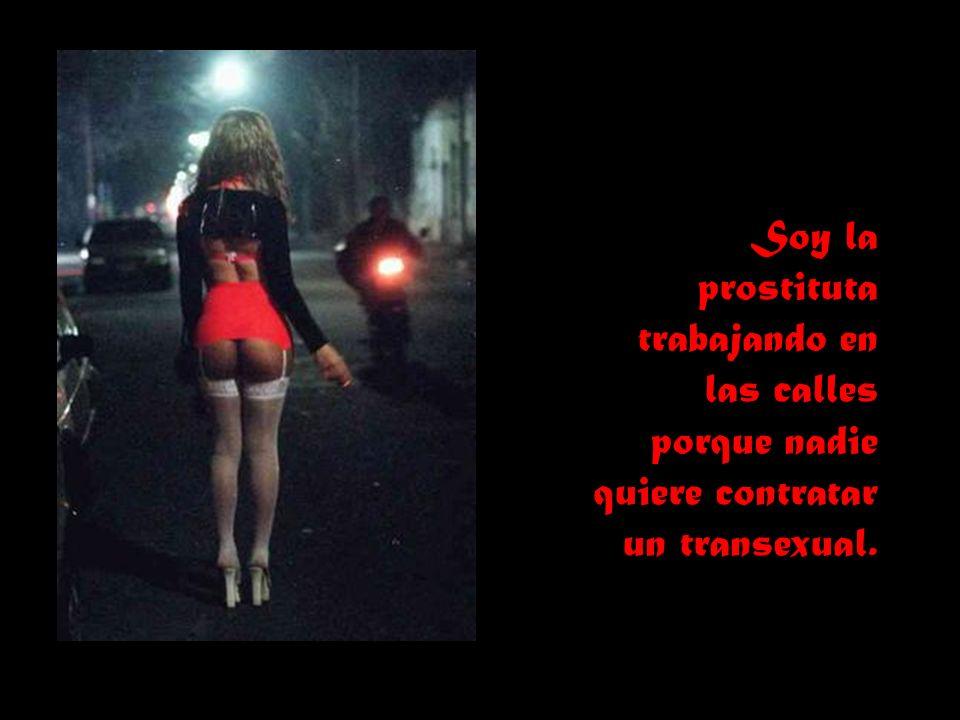 Soy la prostituta trabajando en las calles porque nadie quiere contratar un transexual.