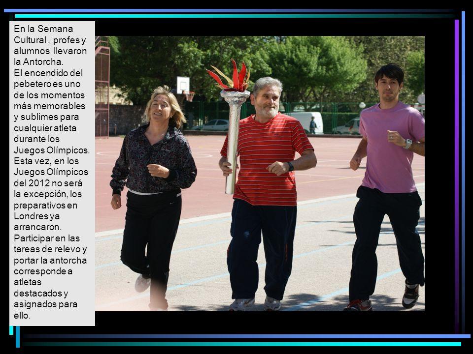En la Semana Cultural , profes y alumnos llevaron la Antorcha.