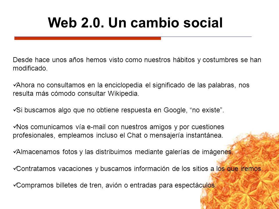 Web 2.0. Un cambio social Desde hace unos años hemos visto como nuestros hábitos y costumbres se han modificado.