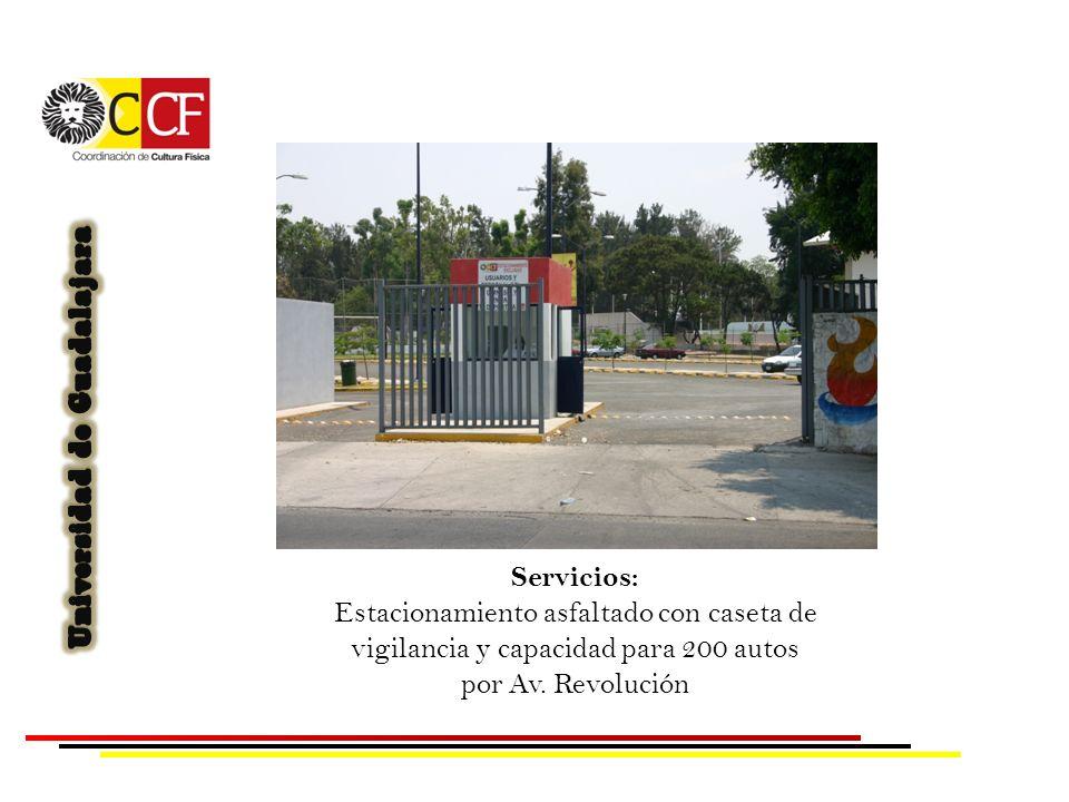 Servicios: Estacionamiento asfaltado con caseta de vigilancia y capacidad para 200 autos por Av.