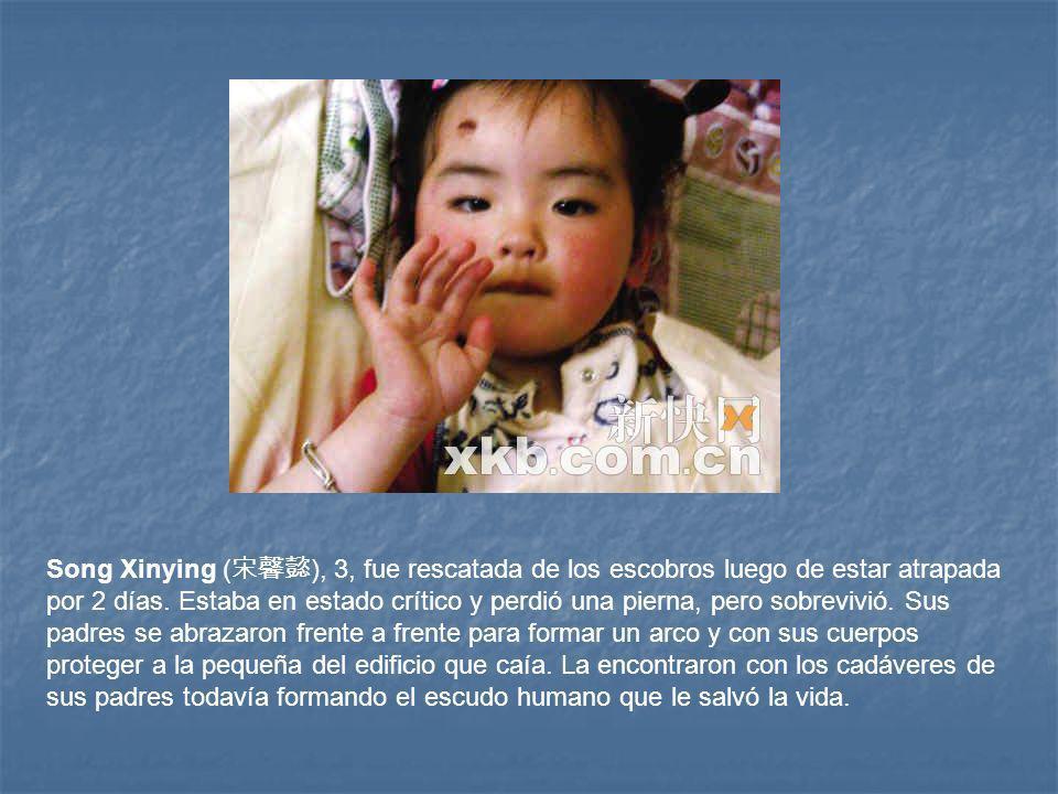 Song Xinying (宋馨懿), 3, fue rescatada de los escobros luego de estar atrapada por 2 días.
