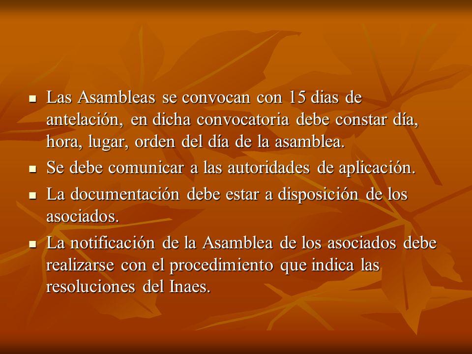 Las Asambleas se convocan con 15 dias de antelación, en dicha convocatoria debe constar día, hora, lugar, orden del día de la asamblea.