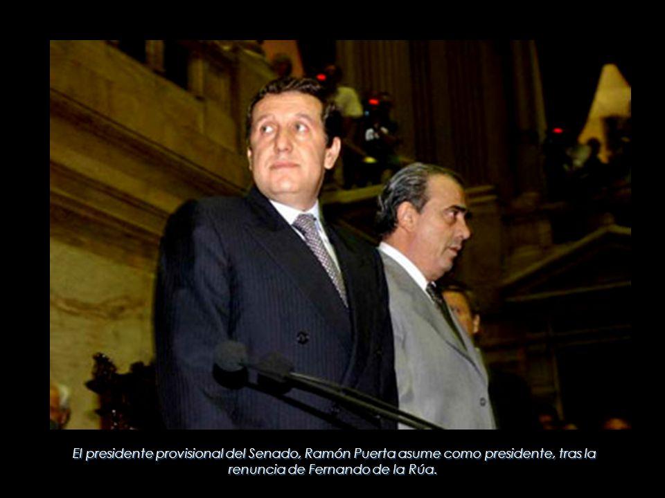 El presidente provisional del Senado, Ramón Puerta asume como presidente, tras la renuncia de Fernando de la Rúa.